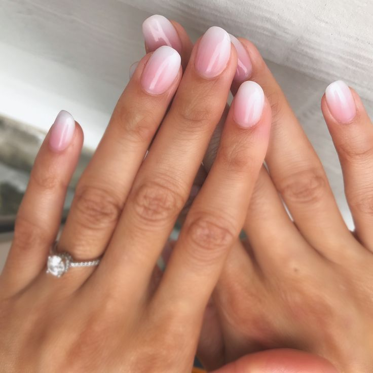 Nude pink and white ombré nails! Simple and natural nails