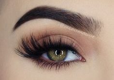 Secrets of a beautiful make-up for green eyes | Fashion
