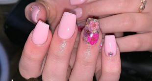 Can't go wrong with these flowers                  nails