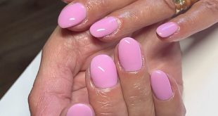 Holiday nails for this lady, challenging set as some of the nails grow onto the