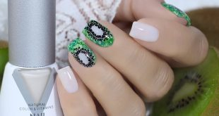 I have long wanted to depict a picture of juicy kiwi from the WhatsUp tile on the nails