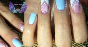Light blue + white=perfect combination to have tender, delic nails