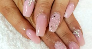 Gorgeous sparkly pink acrylics for Hanna's hen
