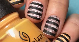 Happy Monday! I started this mani with something very different in mind! But I l