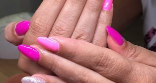 Manu nails° . . . Color fucsia fluo PU . . . Tnks a  . . .
