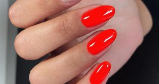Red manicure is chosen by passionate, emotional women. They are distinguished by willpower