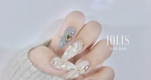 The nail is so beautiful Jolis housewares / gels are super durable to last for more than 4 weeks