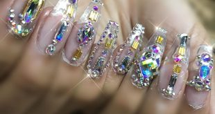 This is a glass full set with 100% Swarovski Crystal designs on all 10 fingers •