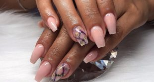 Natural powder with fishnetz marble and glitter design