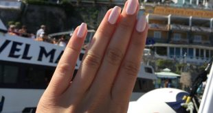 Traveling hands These light pink nails went to enjoy the Italian spring