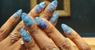 "Ahemmm. My nail art went to go say ""HEY GIRL!"" to Mona Lisa. Pretty cool to me!"
