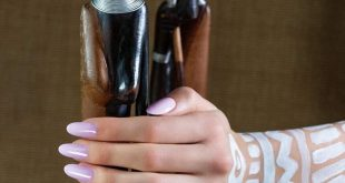 Delicate, refined and deep, this color will be perfect on your nails ...