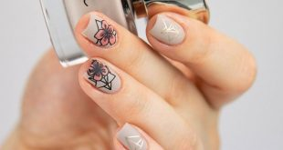 This floral nails by  are timelessly beautiful with such a great colour selectio