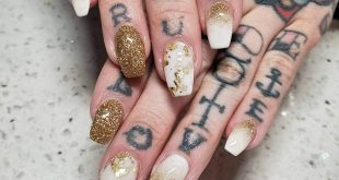 Dip powder Ombre with gold flakes freestyle....