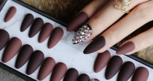 Beautiful stiletto set without the price tag of a nail salon!   .  28 pcs includ