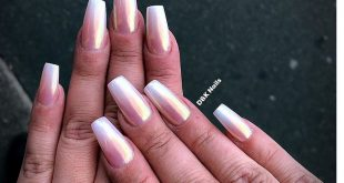 This set was done by ombré powder and unicorn chrome on top.   . . . . .