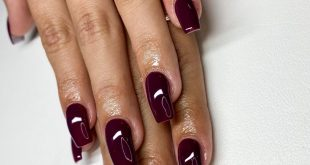 Simple cranberry nailss • • •