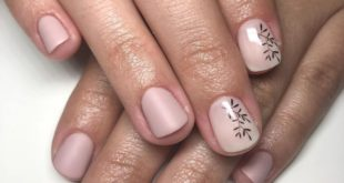 Today she came looking to transform her nails and chose a beautiful design with a color