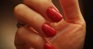 Although I LOVE very long nails every now and then I don't resist the red intr